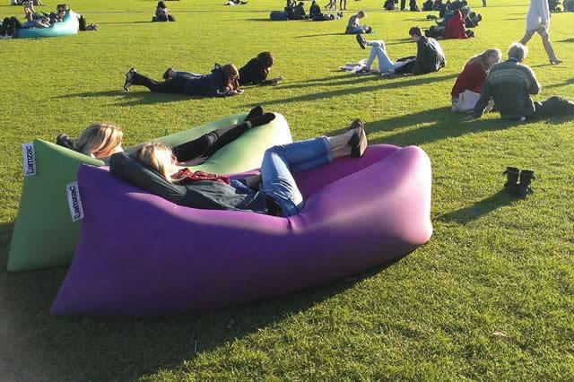 Dutch designers LamZac introduce their inflatable sofa - The LamZac Hangout  | Festival Mag